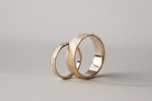 Sediments 18K gold wedding bands