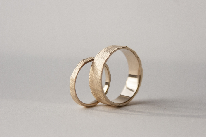 Sediments 18K gold wedding bands